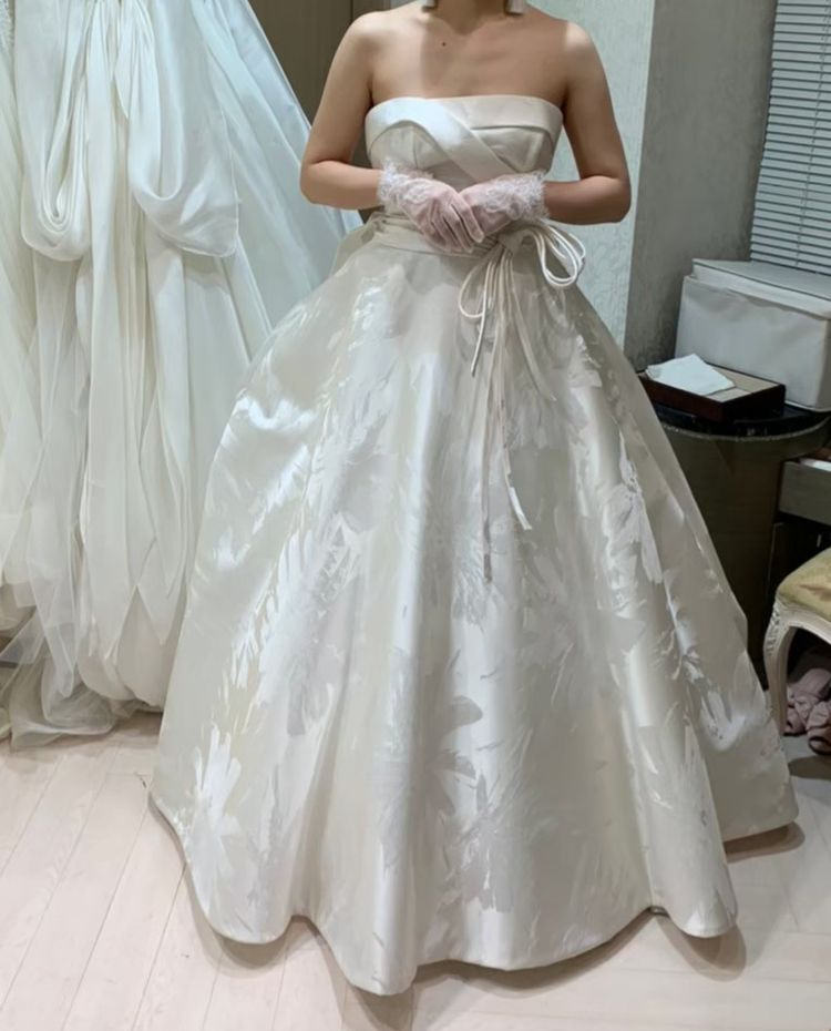 着物をイメージしたクールなドレス