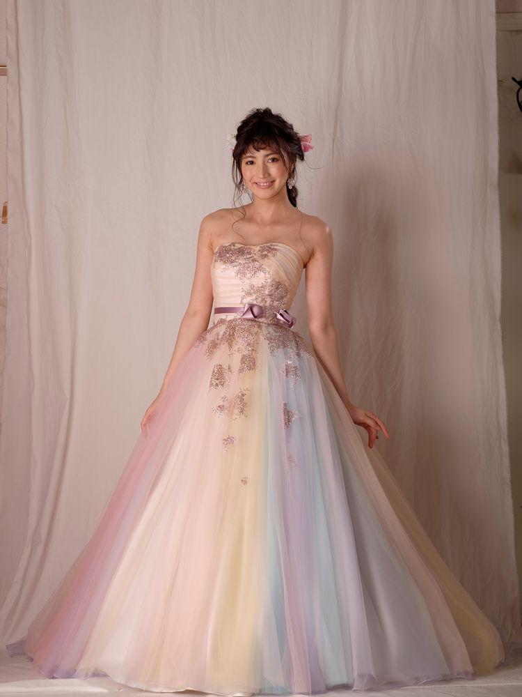 やわらかなチュールがドリーミーなカラードレス