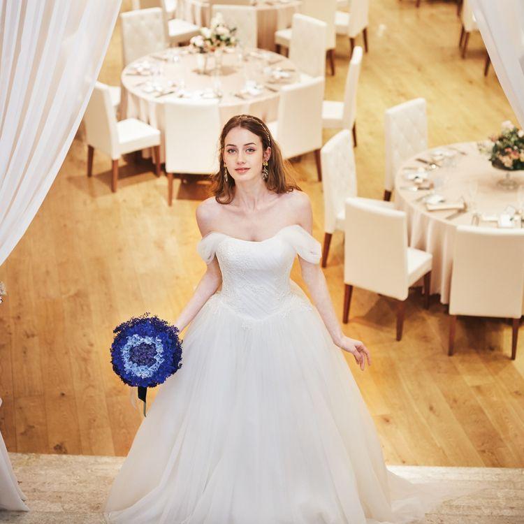 ドレス選びって、楽しみだけど初めてでちょっぴり不安な事もありますよね。 イノセントリーでは、そんな気持ちに寄り添ってドレス選びを楽しく、そして結婚式当日お二人らしく最高な一日をお過ごしいただけるようお手伝いさせていただきます。 まずは、お近くの店舗へご予約を。 お持ち物は、カメラがあればOK。 たくさんのドレスの中からとっておきの一着をお選びください。