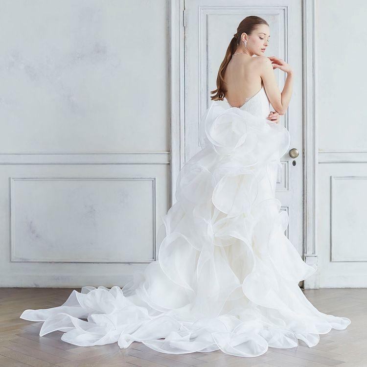インポートドレスはヨーロッパ各国でバイヤーが想いを込めてセレクト