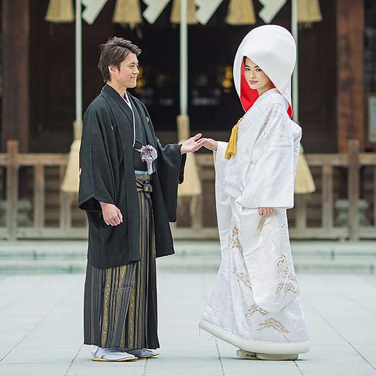長きにわたり伝統を受け継いできた 日本の文化の象徴であるきもの。  伝統と美風を継承した神社挙式こそ  日本で生まれ育った私たちにとってふさわしい結婚式であり 家族の絆を受け継いでいく日本伝統文化の姿です。  その想いを大切に、JUNOが神社挙式をトータルプロデュースいたします。