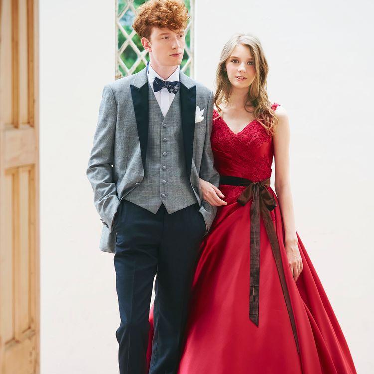 1着に決めなくてはならない、婚礼衣裳。悩んでしまっても、何度もご試着、決定後も他のデザインに変える事もできますので、お式まで安心してゆっくりお考え頂けます。