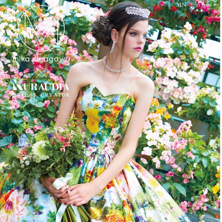 蜷川実花ディレクション「M / mika ninagawa」 6thコレクション  定番となっているグリッター加工のプリンセスシルエットドレス。 ウエストが細く見えるようにカッティングされた切り替えがシンプルなシルエットの美しさを際立てます。