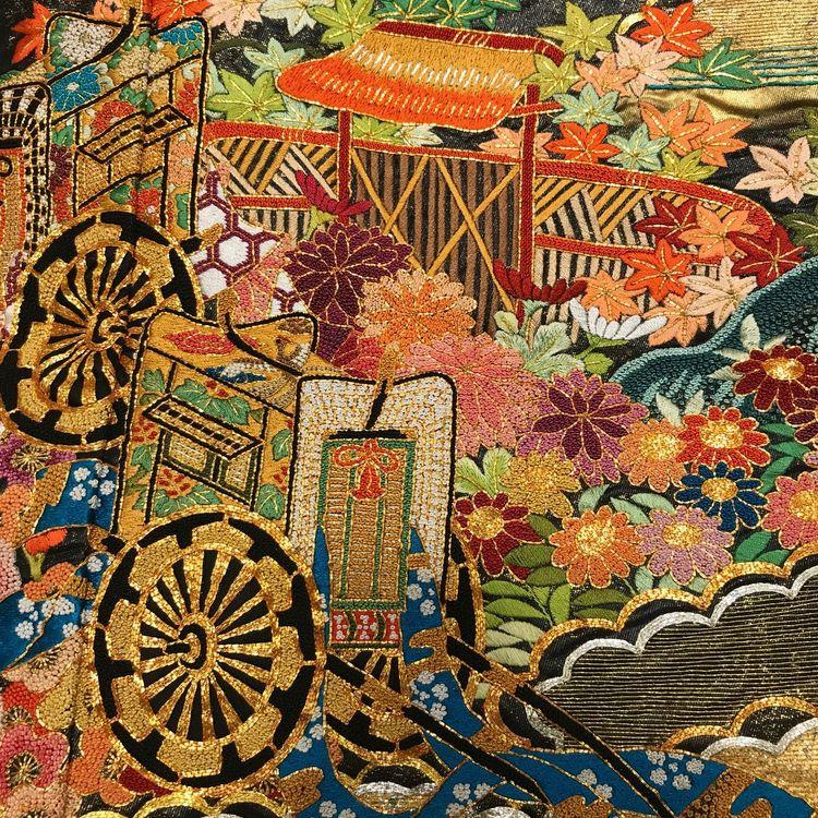 ~ 西陣織の本格伝統和装 ~  京都で創業した京鐘だからできるほんまもんへのこだわり。  人間国宝作や伝統工芸品、最高級の逸品を多数ご用意しております。  凛とした白無垢をはじめ、華やかな色打掛や本振袖など京都店・銀座店合わせ1000点以上の和装品揃えの中からお選びご試着いただけます。  京都からのお取り寄せも可能です。