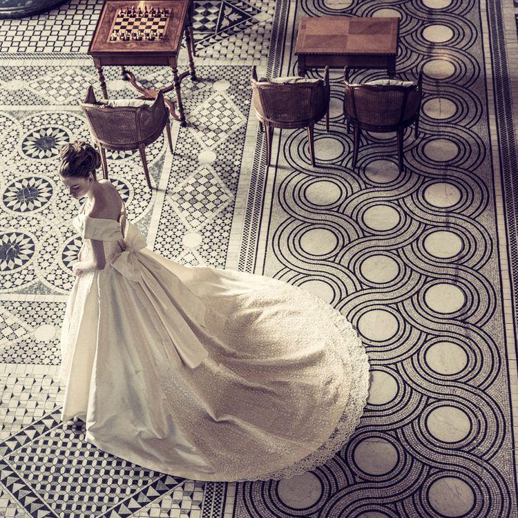私たちは、花嫁さんの幸せはもちろん、ドレスや結婚式に携わったすべての人が感嘆の声を上げる、「世界一の花嫁さん」をお創りします。