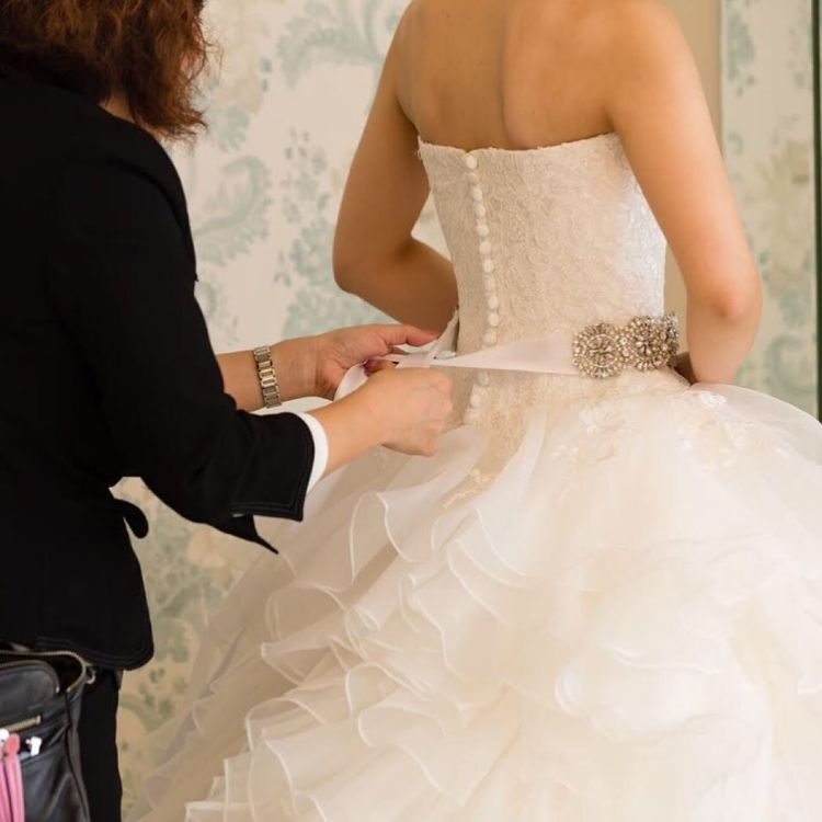 経験豊富なスタッフが、お好みやご予算に応じてあなたにピッタリのドレスをご提案させていただきます。ご試着は2回目無料です。