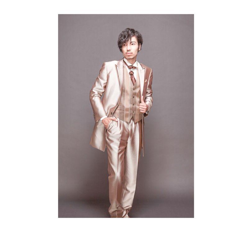 タキシード デザインとサイズを豊富に取り揃えております。 レンタルはもちろん、 結婚式の後はスーツにできるオーダータキシードも大好評!