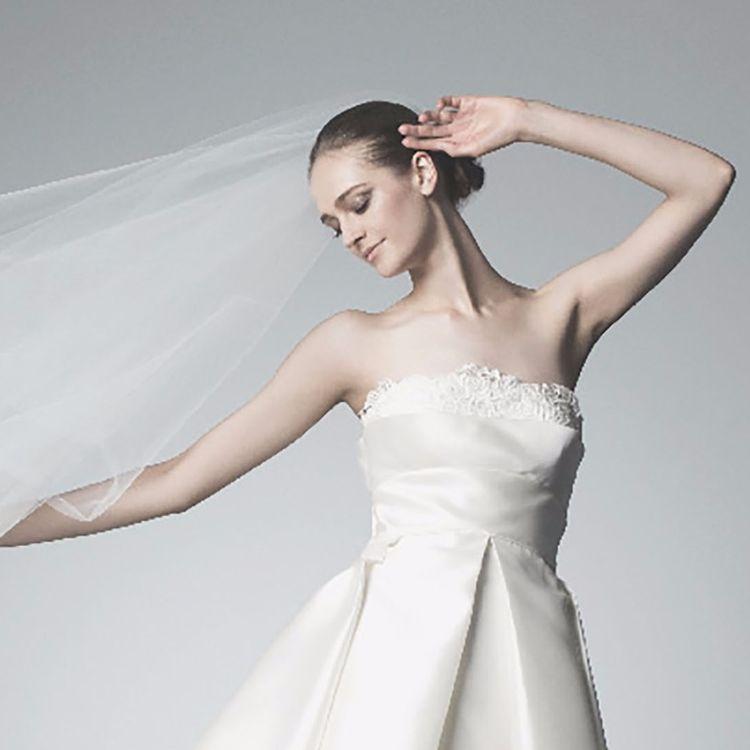 ヨーロッパのブランドを中心に 世界中からセレクトしたウエディングドレスを 多数ご用意しております。  着心地の良さや上質素材の高級感。 職人のエスプリを感じる仕立て。  クラシカルなドレスにフェミニンなディテールを加え、 ずっと色褪せない永遠の美しさを叶える。  それがまさに「オーセンティック」なドレススタイルです。  クラシカルで王道な世界観を中心に、 バイヤーがセレクトしたヴィンテージ、 フェミニン、シックという 3つのスタイルをご提案致します。