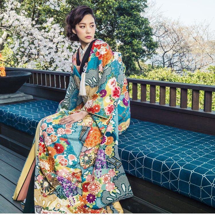 -  日本の伝統美「和装」 - 結婚式の衣裳に長年携わってきたブラン ドゥ スティルアンが、新たな和装の魅力を伝えるべくラインナップした和装の数々。 和装の一柄、一織に伝統とストーリーが息づき、お着物を羽織るそのシルエットは、合わせる小物の色や半襟、帯そしてヘアメイクで美しさをより引き立てます
