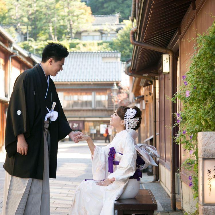 観光名所・兼六園での前撮り撮影も可能。和装が似合う街並みで思い出の一枚を。