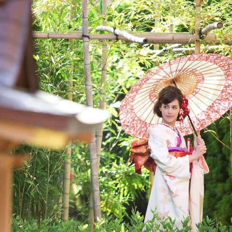 神殿を併設する結婚式場内にあるので、前撮りで和装を着られる方にもおすすめの写真スポット!様々な衣装で思い出の一枚を残しましょう。