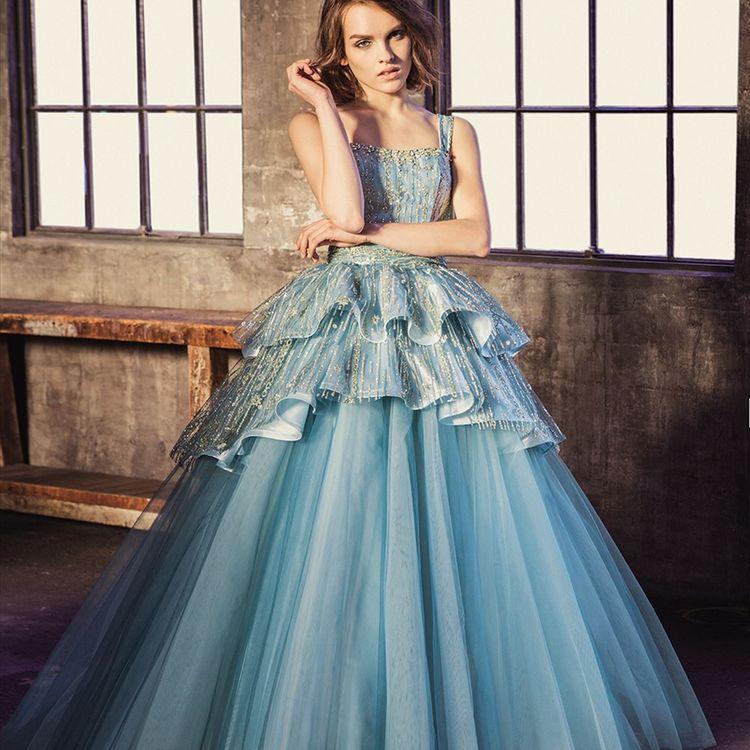 ベルカーサに大型ドレスサロンを併設しており、ドレスの数は地域最大級  必ずお二人の気に入る運命のドレスに出会えます。