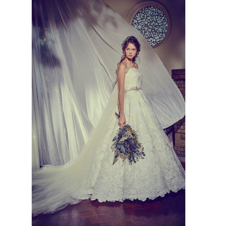 結婚式場選びとドレス選び。それぞれにこだわりを持っている花嫁様からのご要望にお応えするために、提携外の結婚式場でも衣裳をご利用いただけるプランをご用意しています。