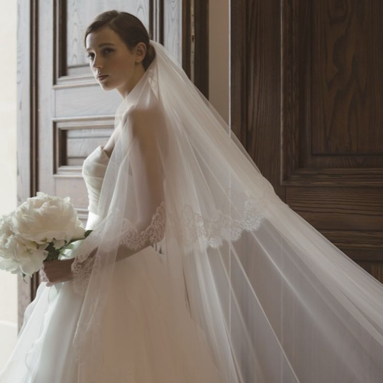 ■昭和35年に設立  黒崎の地に店舗を構え 「美しい花嫁創り」を理念に 1組1組を大事にしてきました。   皆様に世代を超えて 「一生お付き合いができる」衣裳店。 選ばれる続けるため 最高のクオリティを追求していきます。
