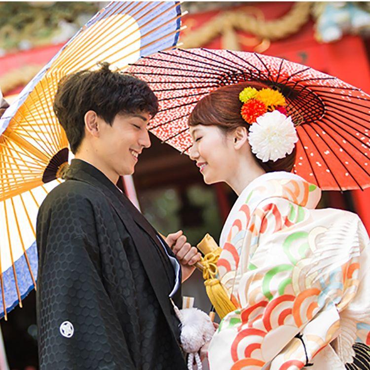 衣装もヘアメイクもお任せ、アテンドがポーズをつけ、プロのファッションカメラマンがお二人の最高の表情をとらえます。ゆったりとした気分で楽しい時間をお過ごし下さい。神社での撮影・日本庭園での撮影を承ります。