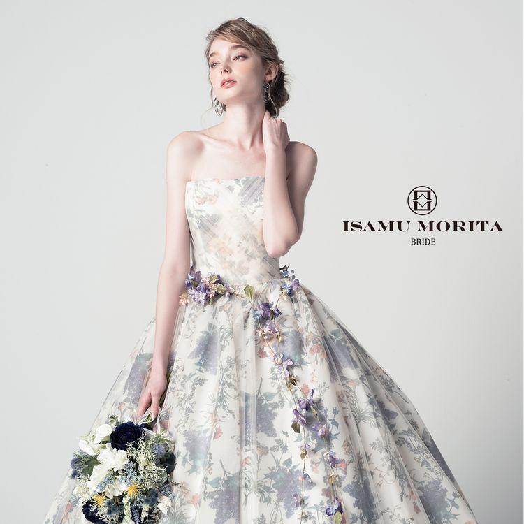 ボタニカル柄が優しい雰囲気を醸し出す、イサムモリタのカラードレス