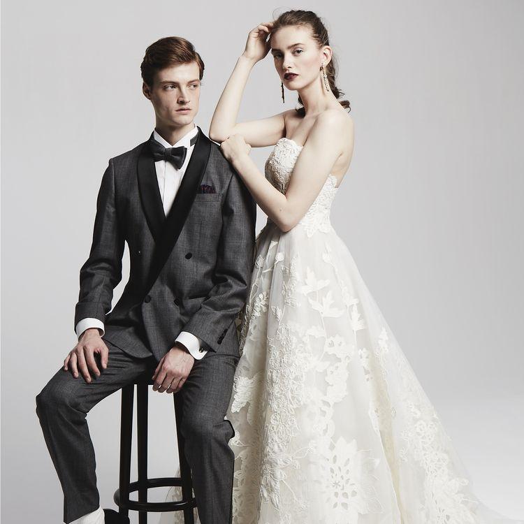JUNO恵比寿店は、結婚式が大事な日だからこそ、誰よりも輝き、ドレスにこだわりたい花嫁さまのために、ドレス選びから始まる結婚式をご提案しています。  JUNO恵比寿店は一軒家を改装したショップで珍しく、入る瞬間は特別なアットホームな気持ちを感じさせるとともに、おしゃれでエレガントな空間になります。