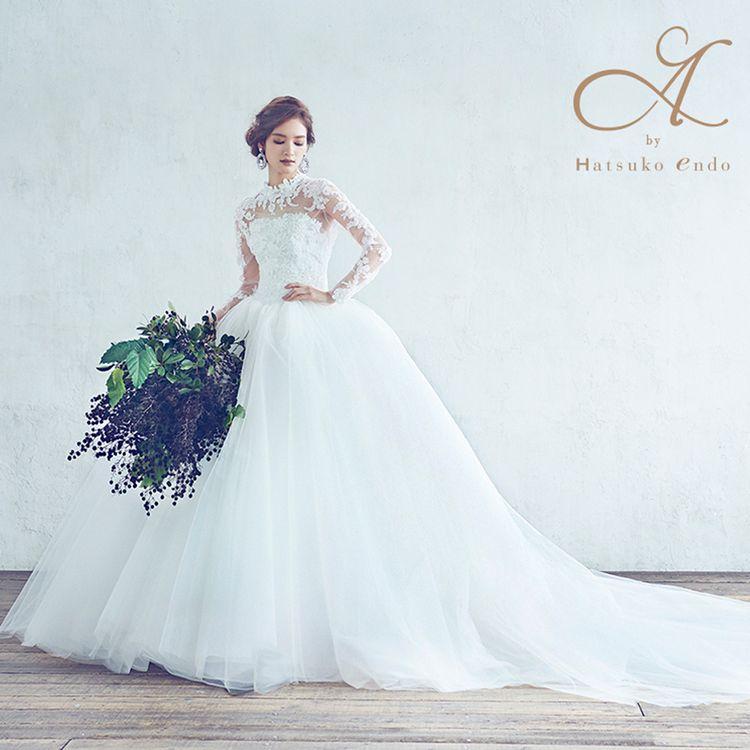 出雲大社のおひざ元にあるマリエやしろ。 ドレスだけでなく、白無垢、色打掛、引振袖など、 多数の和装婚礼衣装も取りそろえております。 クラシックからモダンまで、 トータルのスタイリングを提案させていただきます。