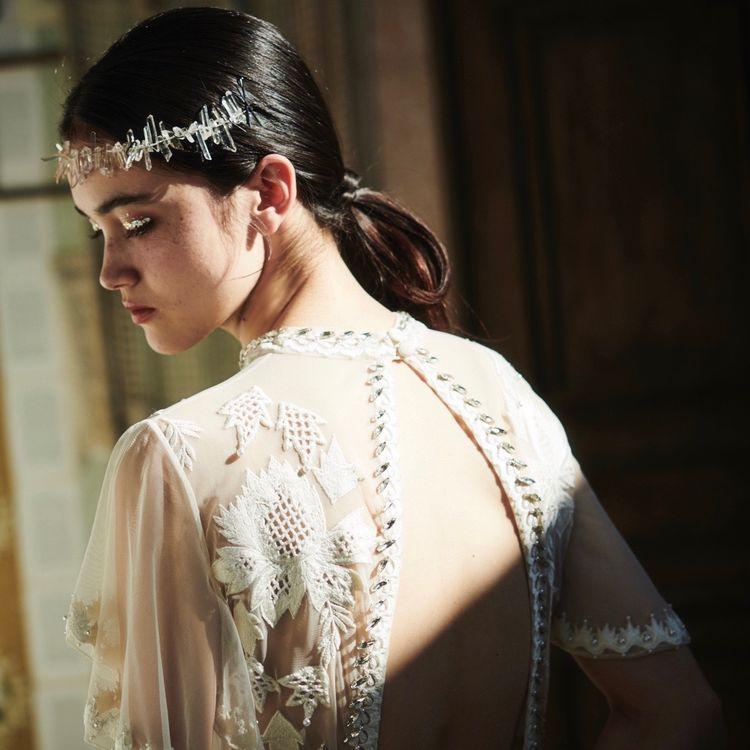 《テンパリーロンドンブライダル》 世界中の花嫁様を虜にするイギリス発のブランド テンパリーロンドンのドレスが アエダムで取り扱いを開始しました! 繊細な刺繍デザインや着心地の良さをぜひ確かめにご来店くださいませ✴︎