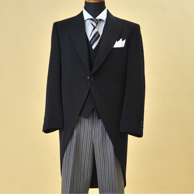《ご列席者様衣装もご用意》 ・モーニングコート ・留袖 ・色留め袖 ・訪問着 ・振袖 などのご用意もございます。