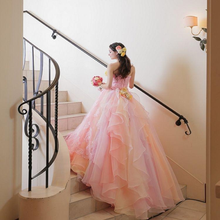 当店大人気の1着。花嫁の理想を全て詰め込んだ1着。どの角度から見てもとっても可愛い!もちろんアレンジも可!オススメアレンジは小さなお花を散りばめてさらに愛らしく。リボンやベルトなどももちろん追加可能♪