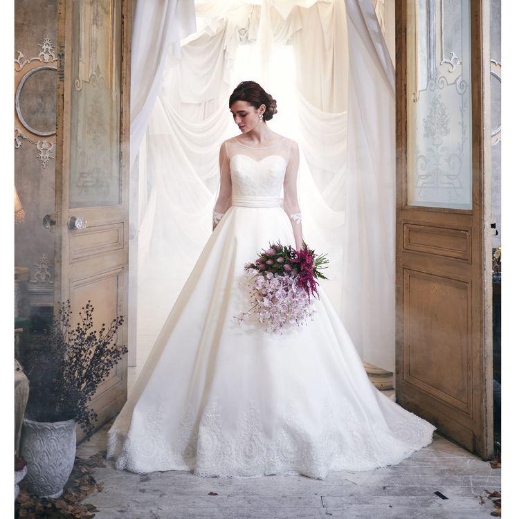 日本橋三越オリジナルドレス 流行の透け感ある長袖が印象的。 取り外してビスチェスタイルにもなる2wayドレス。