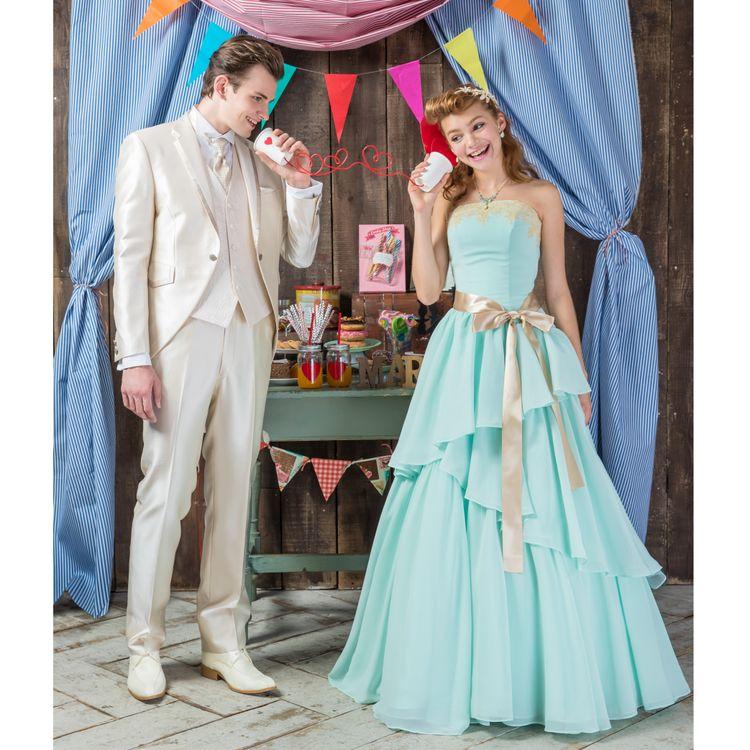 【人気No.3】5万1840円 二次会セットプラン  人気の二次会ドレス×タキシードが、お得なセット価格で51,840円。1.5次会や帰国後パーティー用で使用する新郎新婦様も多い。 新婦様のご要望に応えて出来たMaiオリジナルのドレスなので、きっと気に入る1着が見つかるはず!挙式間近でも、お承り可能。是非ご相談下さい。