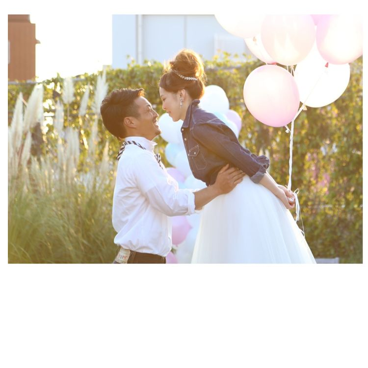 大切な記念日を一生の思い出に 結婚式は挙げないけれど、写真は残したい。 そんなお二人の想いを叶える丸屋ブライダルのフォトウェディング。 スタジオからロケ撮影までお二人にぴったりのプランをご用意しています。