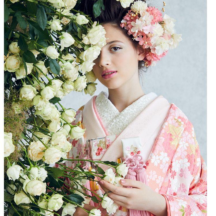 ☆ 和装新作情報 ☆ 「和装だってかわいいのが着たい」花嫁様♡ 私たちが一目ぼれしてしまった ドレスデザイナー KIYOKO HATAさんより和装がデビューいたしました その他 THE HANY / ANTEPRIMA / M/mika ninagawaなど 古典的な着物の他にも花嫁心をくすぐるオシャレな打掛が勢ぞろいいたしました お写真のみのお貸し出しも可能です