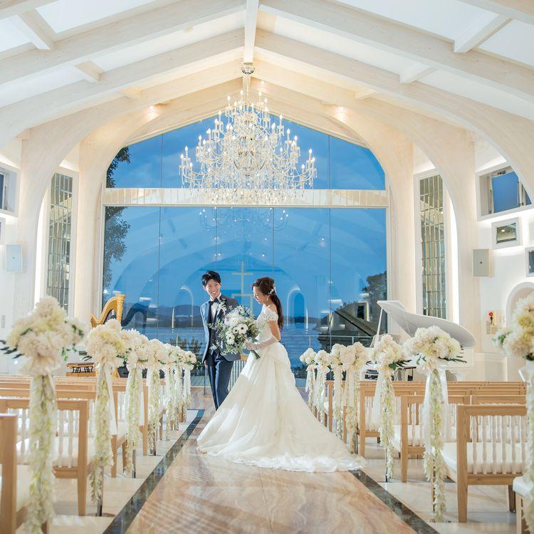 挙式やフォトウェディング後の、ご親族様と一緒に会食を楽しむプランなど。新郎新婦様のご希望や予算に合わせたプランを、数多くご用意しております。  衣装は花嫁様のウェディングドレスやカラードレス・新郎様のタキシードの他に、ご参列者様のモーニングや留袖のレンタルもご用意。Fairy Bridal(フェアリーブライダル)のウェディングドレスは上質な素材と品の良いデザインを取り揃え、お客様から定評があります。  もちろん今トレンドのドレスラインや、有名デザイナーのブランドドレスもございます。