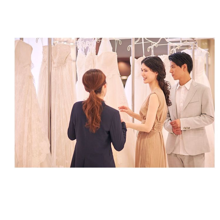 ドレス選び・レンタル手続き お近くの店舗で試着・見学が可能です。 試着は何回でも可能、写真撮影も自由に行っていただけます。 店舗からお持ち帰り、もしくはご希望の場所への発送も可能ですのでご相談ください。 ※送料は別途必要です