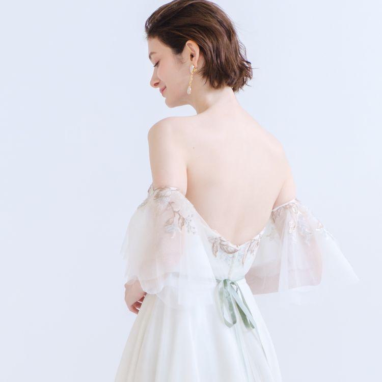 ドレスをお召しになる際には、ブライズビューティーも重要。 背中の大きく開いたドレスが着たいけれど自信がない、二の腕をもう少し引き締められたら… そんな花嫁の要望が叶うのも、ブライダリウム ミューが選ばれる理由のひとつ。  ドレスのデザインに合わせたエステメニュー、気になるポイントを集中的になど、ニーズに合わせて施術をお選びいただけます。 ドレス選びと並行し同じ場所でエステが受けられるのも、忙しい花嫁には嬉しいポイント。