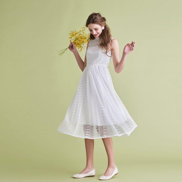 二次会パーティー用のご衣裳やハネムーンに持参するワンピースとしておすすめのスレンダータイプのリトルウェディングドレスも充実しています。 ロング丈からひざ丈まで、デザイン豊富なラインナップです。