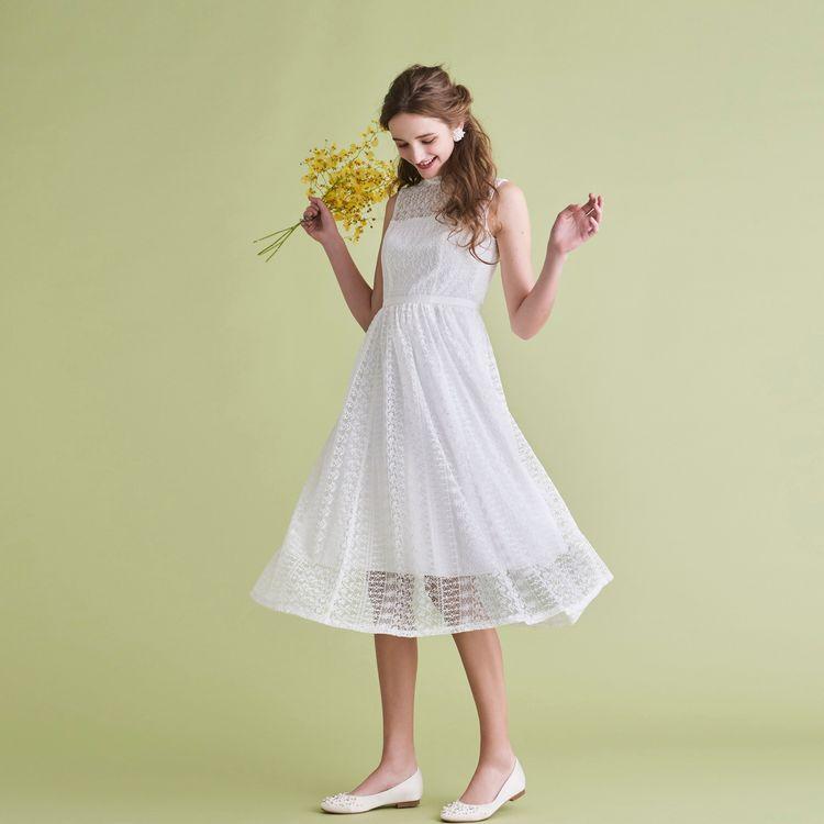 二次会パーティー用のご衣裳やハネムーンに持参するワンピースとしてちょうど良いスレンダータイプのリトルウェディングドレスも充実しています。 ロング丈からひざ丈まで、デザイン豊富なラインナップです。