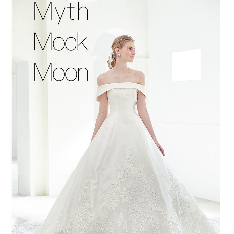 身頃にリボンで作った花のモチーフとチュールレースを散りばめたファミニンなドレス。 ボリュームたっぷりのスカートはチュールではなくオーガンを使用したしっとりとした印象で大人可愛いドレスになっています。