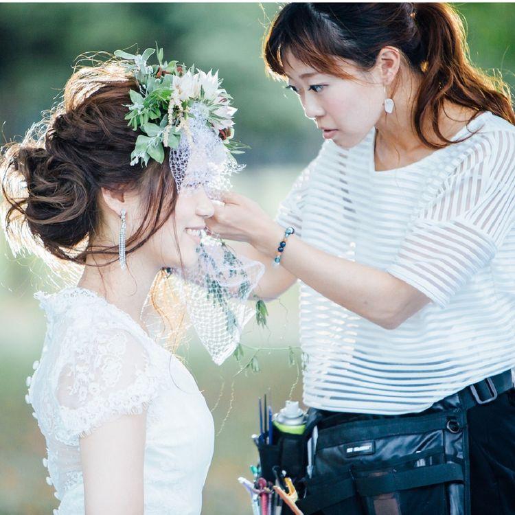 花嫁の数だけストーリーがあり、なりたい姿があります。 私たちはスタイリングのプロフェッショナルとして花嫁の希望をお伺いし、ドレス選びをはじめ、アクセサリーなどの小物やヘアメイクをトータルコーディネートをいたします。 人生最良の日のために、家族のように、親友のように寄り添って、お客様のかけがえのない時間をご一緒させていただきます。