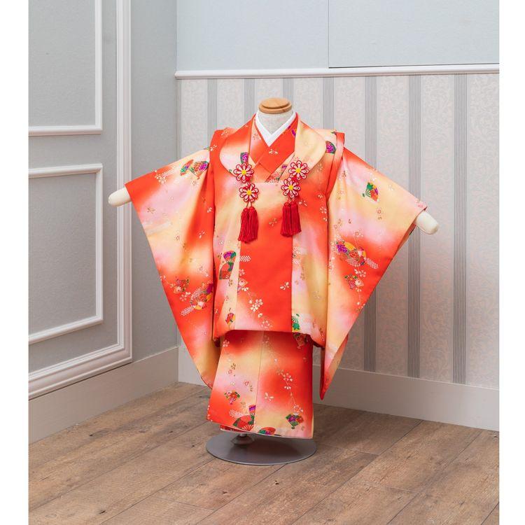 特別な1日を、華やかで可愛らしい装いで。 お子様用の衣装を豊富にご用意しております。