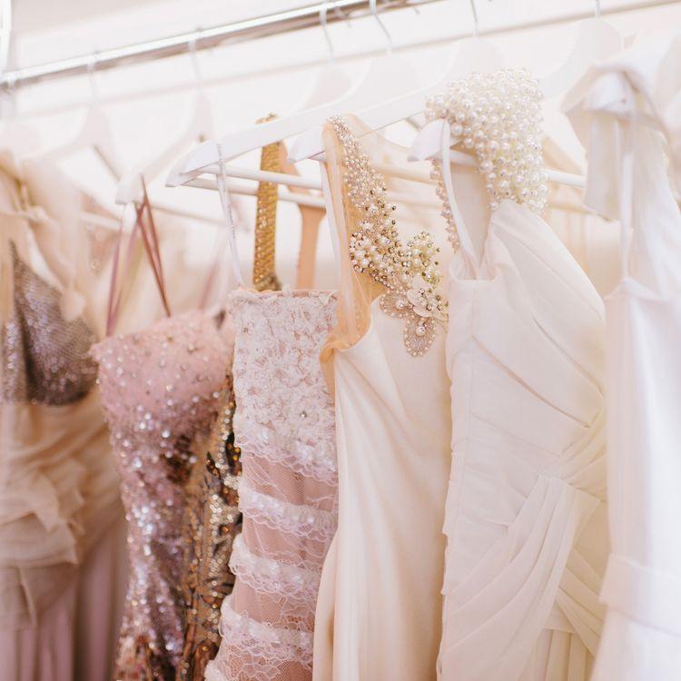 |豊富なカラードレス お色直しで更に新婦様を引き立たせるカラードレス。個性豊かな一着を見つけてください。