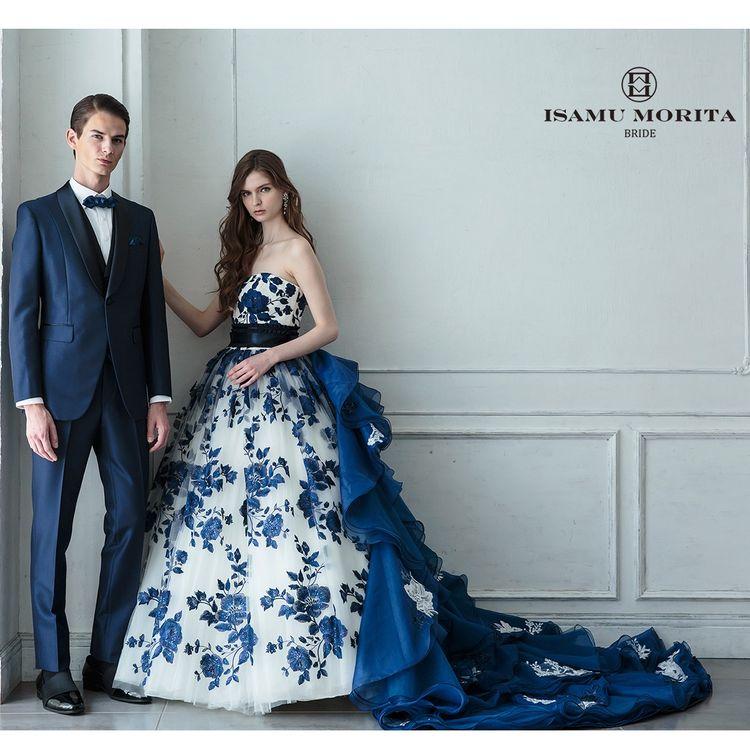 【COLOR DRESS】  「大人の花嫁が本気で選べる」ハイクラスなカラードレスコレクション 計算されたシルエットや素材感がどの角度から見ても美しい花嫁を演出します。 淡いイノセントカラーから肌の美しさが際立つオーキッドアメジストまで 宝石のように艶やかなマチュアカラーを揃えました。